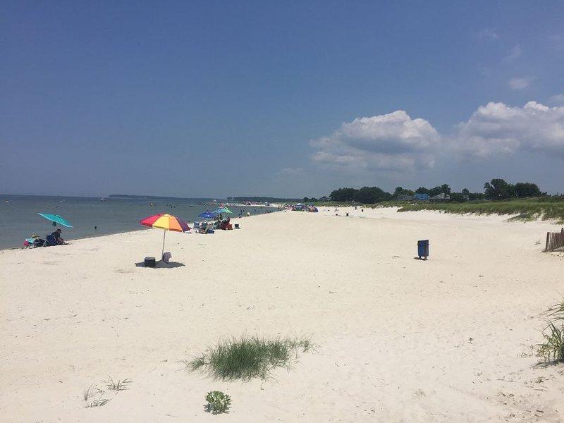 Cape Charles offentliga strand en mil från Bay Creek