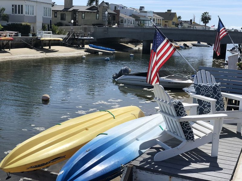 Balboa Cottage on the Waterfront!  Dock with kayaks and bikes!!, location de vacances à Balboa Island