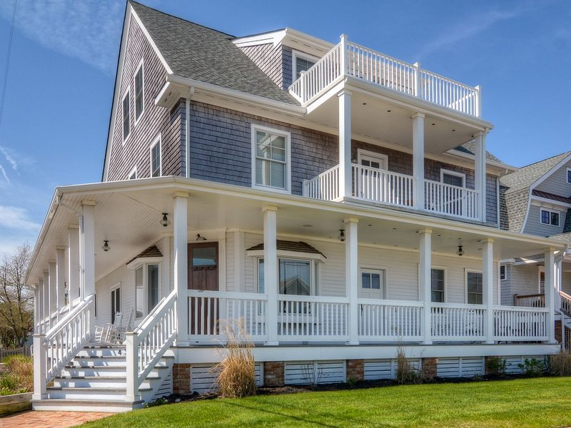 The Bay Head House for Holidays, Reunions, Intimate Weddings 9 BR/6 BA!, alquiler de vacaciones en Point Pleasant