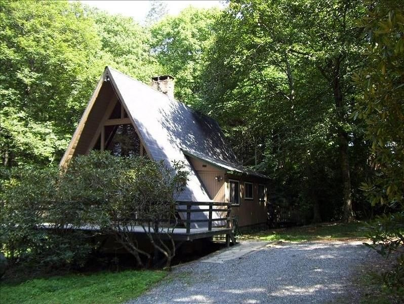 Mountain stream & hot tub, short hike to parkway, holiday rental in Boone