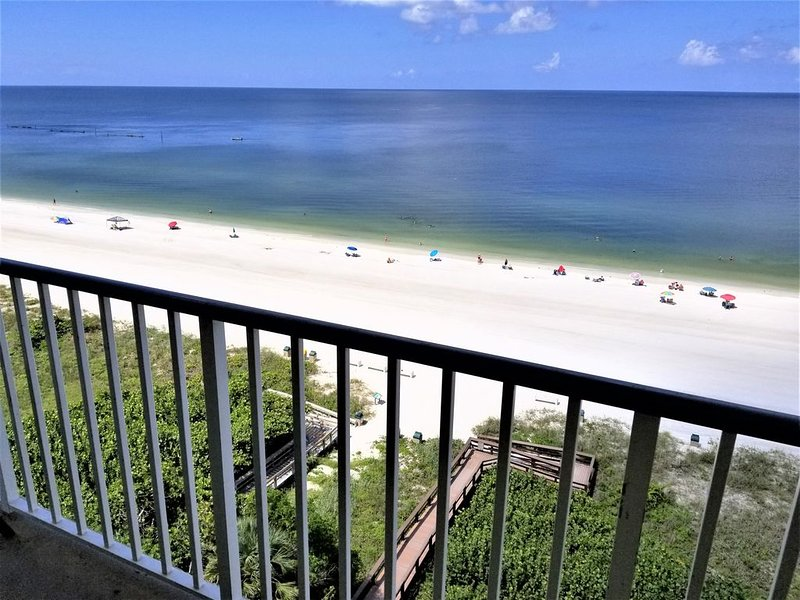 Luxurious Beachfront Penthouse, vacation rental in Marco Island