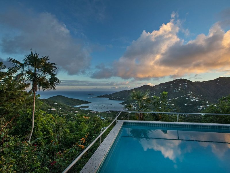Charming Luxury Villa with Super Views/Pool/ 2-8 Guests, holiday rental in West End