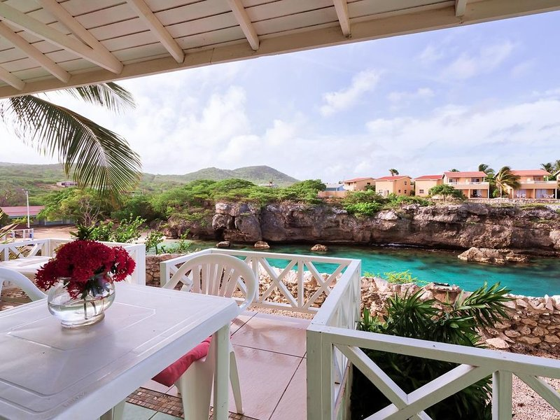 Ocean Front Condo at Playa Lagun with Fabulous View (Best value in Resort) – semesterbostad i Curaçao