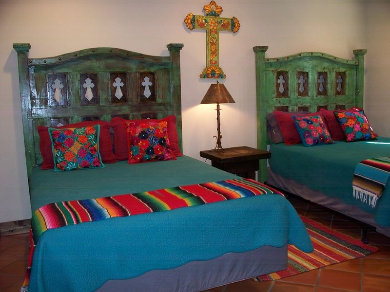 LUXURY IN TOWN /Artisan Spanish Style Private Retreat, alquiler vacacional en Luckenbach