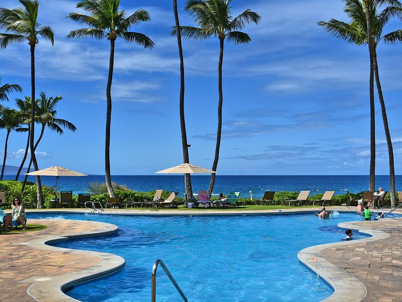 Largest Two Bedroom/ Two Bath in the Village! Sleeps Eight. Close to the Beach., holiday rental in Wailea