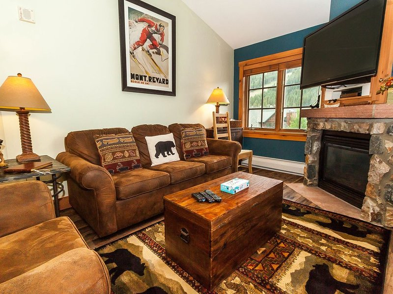 Spacious 1-Bedroom Condo, Sleeps Five, Gorgeous Views from Private Balcony, holiday rental in Keystone