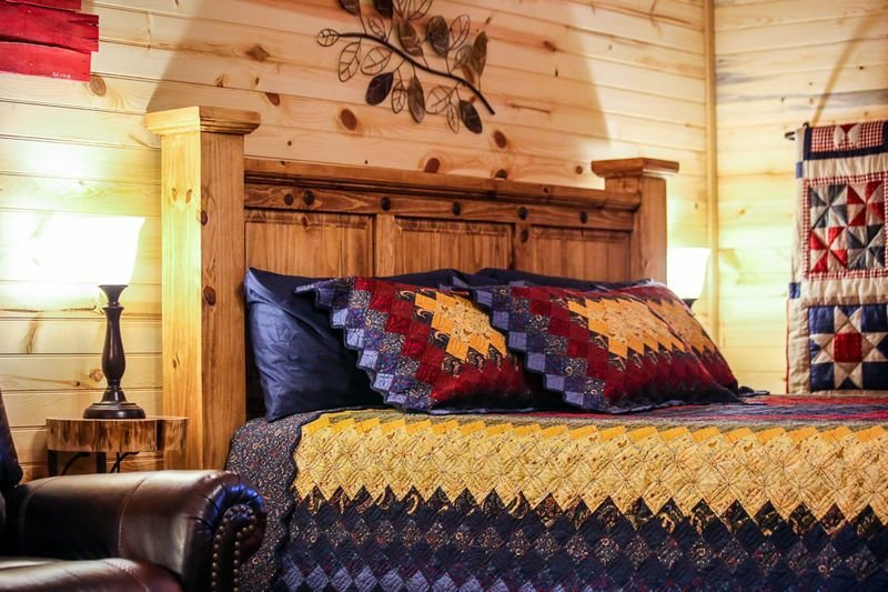 Whitetail Oaks The Hideout | Hill Country Cabin | Hot Tub | Full Kitchen, location de vacances à Doss