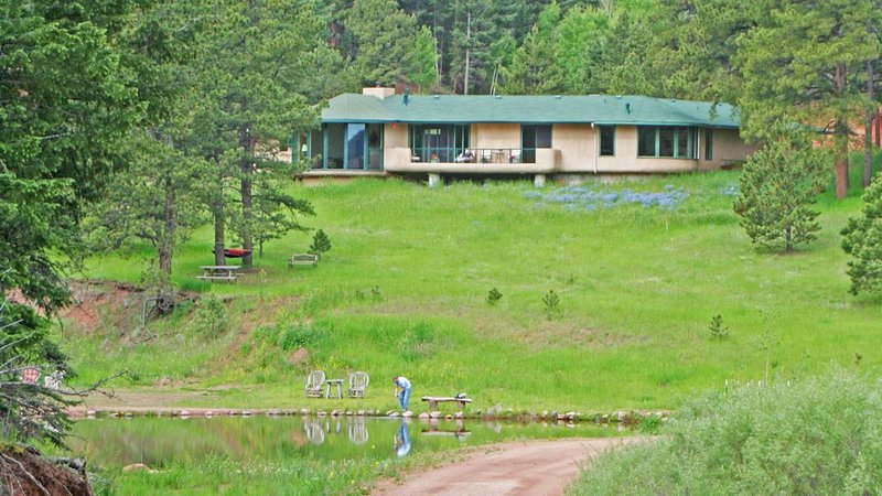 Mountain Villa, on 40 Acres, trout stream & private lake, alquiler de vacaciones en Woodland Park