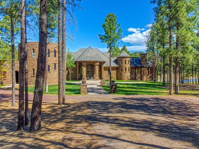 Lakefront Estate in Northern Arizona! * FLAGSTAFF * SEDONA * GRAND CANYON, vacation rental in Flagstaff