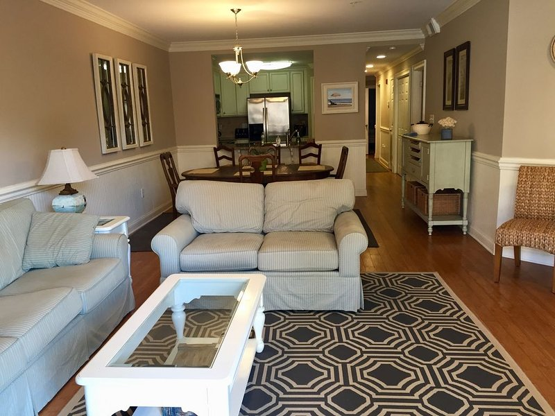 Luxury 3BR 2.5 B Condo Just Steps from the Ocean!, holiday rental in Tybee Island