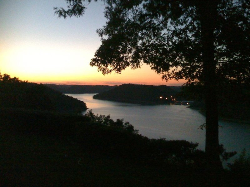 Tennessee Log Home on Center Hill Lake W/ Panoramic Views!, holiday rental in Silver Point