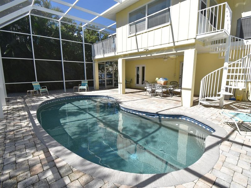 Tip of the Island! 3BR, Heated Pool, Canal/Dock, Walk to Beaches & Dining, casa vacanza a Anna Maria Island