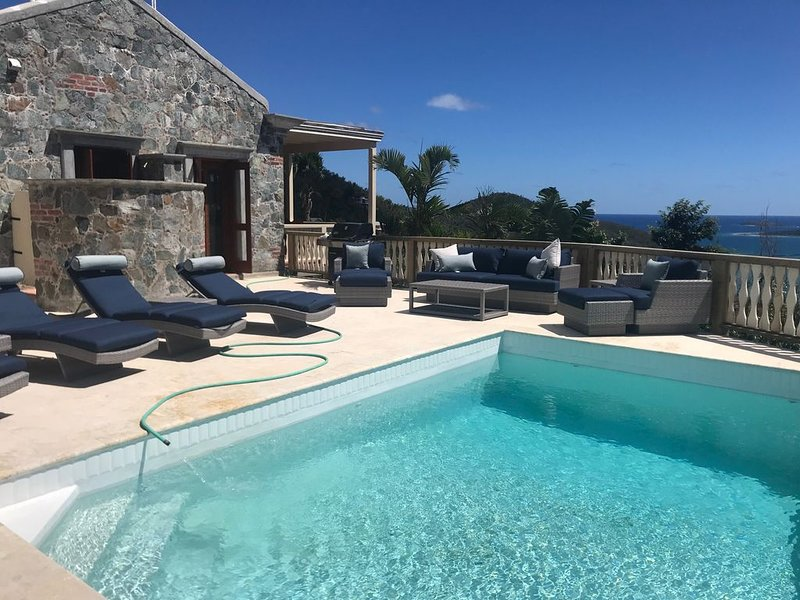 La Bella Villa (2BR/2BA) Great views, spectacular pool, magical villa!, alquiler vacacional en Jost Van Dyke