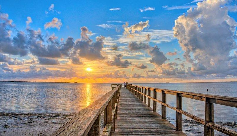 Luxury w/TWO en Suite Masters; Accessible; Family friendly; Recent renovation!, alquiler de vacaciones en Crystal Beach