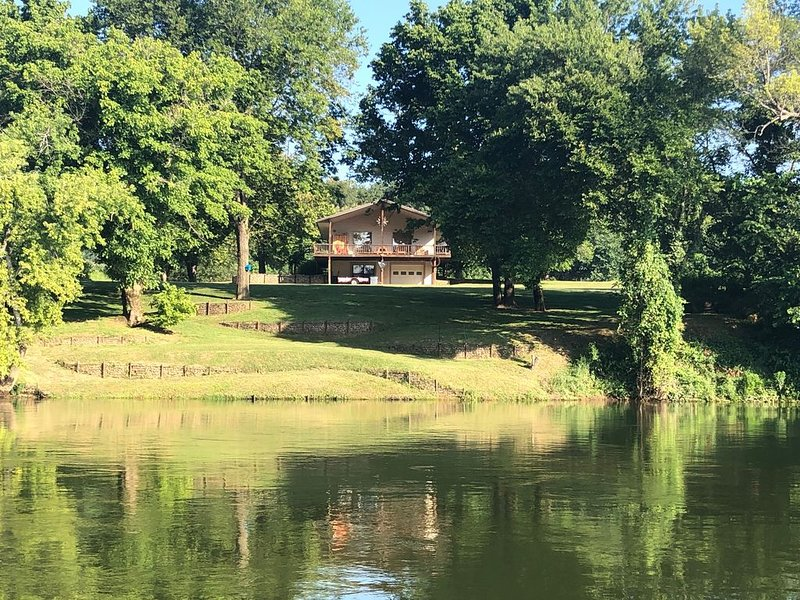 GONE FISHIN' ! Private, Perfect River Views And Peaceful!, vacation rental in Calico Rock