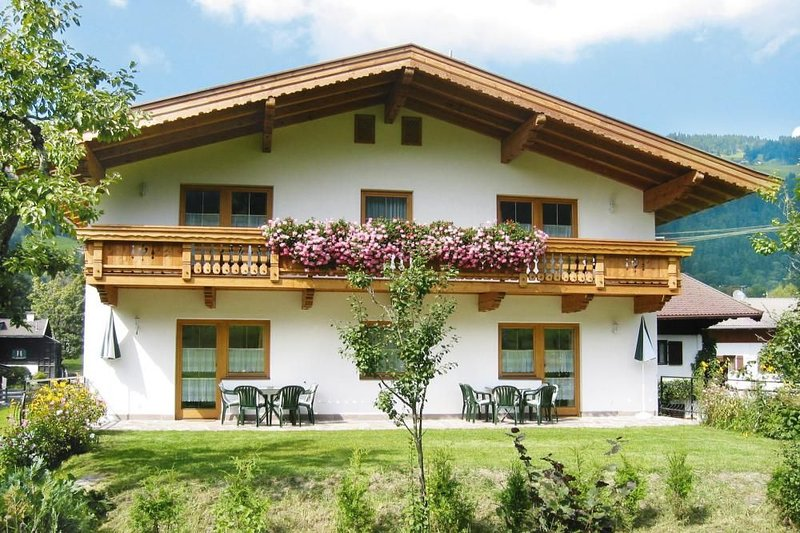 Appartementhaus Gamper, Brixen im Thale, holiday rental in Brixen im Thale