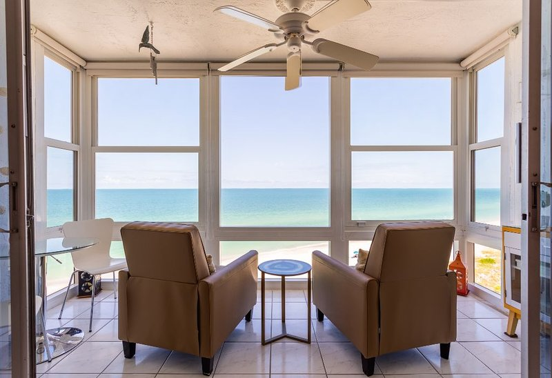 Direct Beachfront 2 BD Condo On Florida's Beautiful Gulf Coast!, holiday rental in Holmes Beach