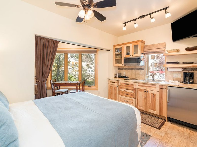 Cute Studio w/ Kitchenette, Viking Lodge 100B, Ferienwohnung in Telluride