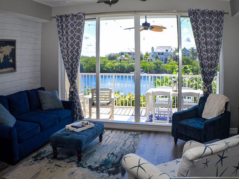 ★Coastal Getaway ★4 Balconies ★New Kayaks! - 2BR Waterfront Townhome, location de vacances à Ruskin