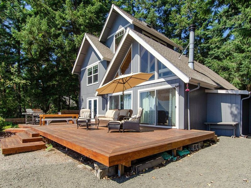 Island house located on Stretch Island close to Fair Harbor, vacation rental in Belfair