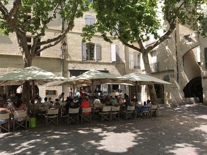 Reserve bien y coma un pequeño consejo muy agradable TERROIRS, Place aux Herbes