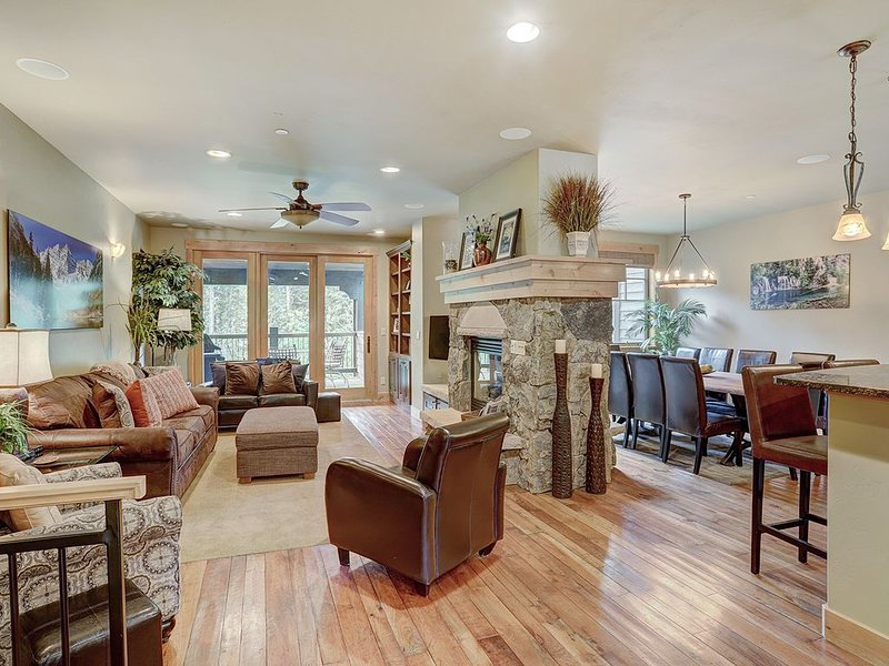 39C Short Walk to Ski Lift & Private Hot tub, holiday rental in Frisco