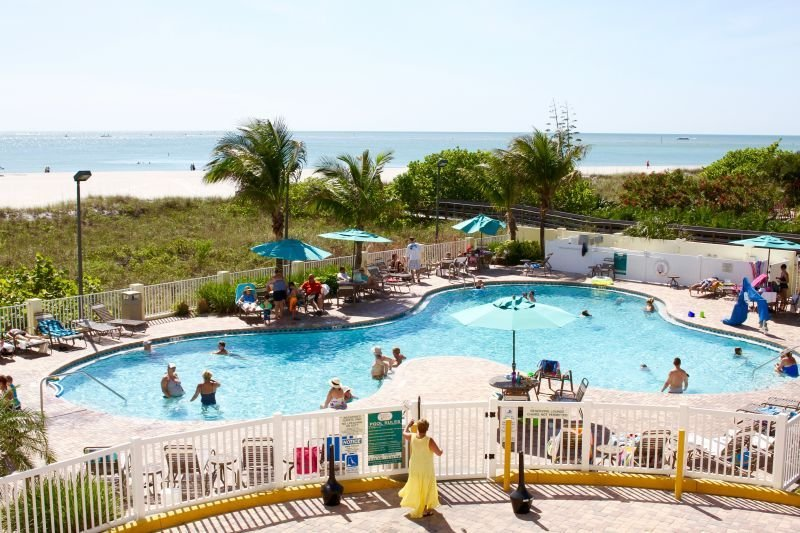 SPECIAL DEAL! 1 Cozy 2BR Unit with Gulf View, Direct Beach Access, Pool, Parking, holiday rental in Treasure Island