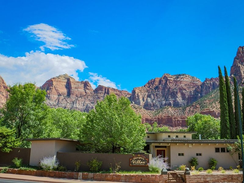 Zion National Park Springdale Upscale Villa Full, kitchen pool & hot tub, aluguéis de temporada em Springdale