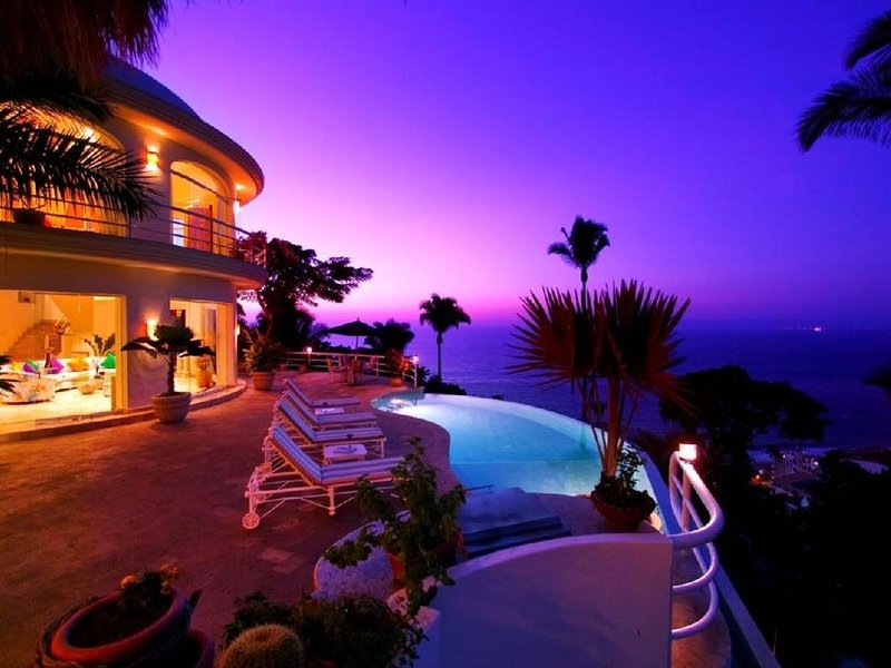 LUXURY 5 STAR 7200 SQ FT VILLA WITH PREMIER LOCATION TO BEACH AND TOW, alquiler de vacaciones en Puerto Vallarta
