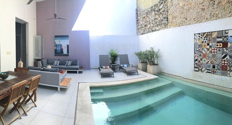 Contemporary Elegance in Historic Downtown, vacation rental in Merida