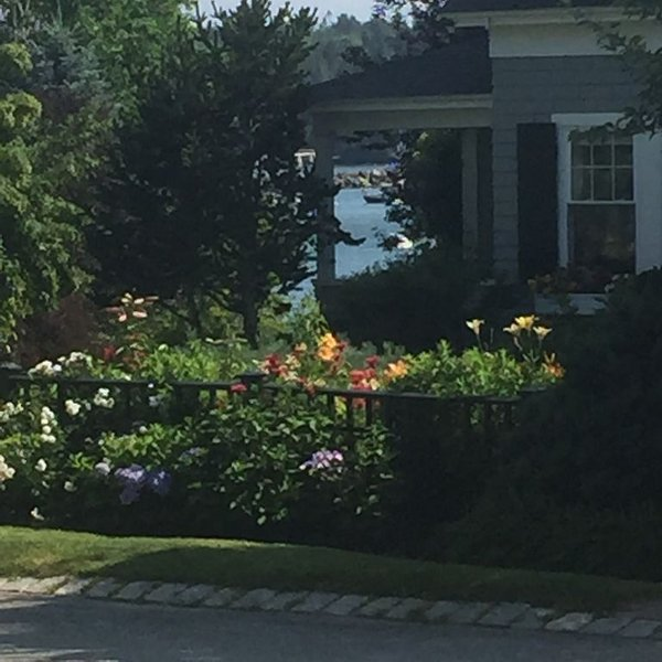 Charming Cottage Overlooking Harbor and Gorgeous Gardens, holiday rental in Southwest Harbor