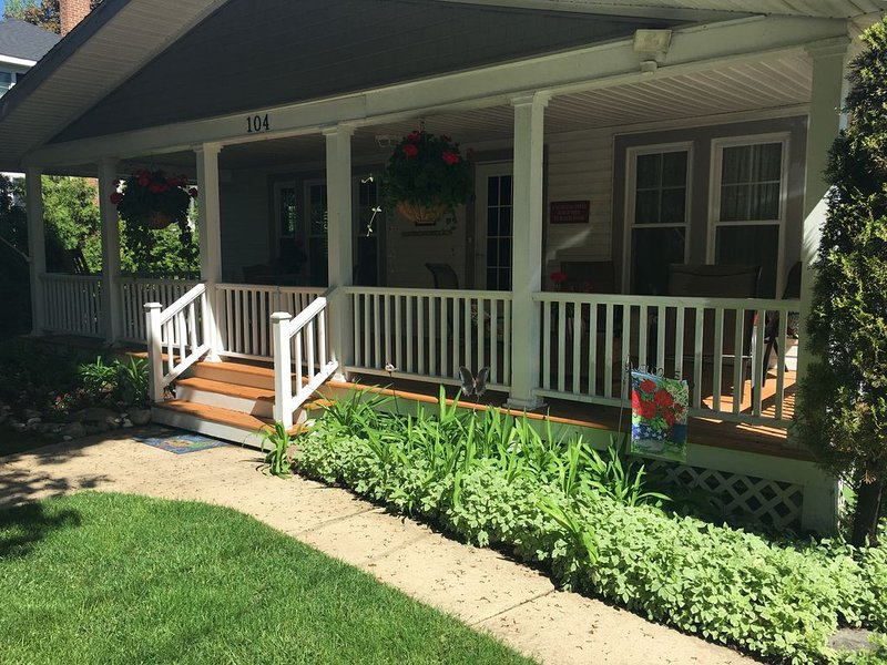 Charming 4-Bedroom Charlevoix Cottage, vacation rental in Charlevoix County