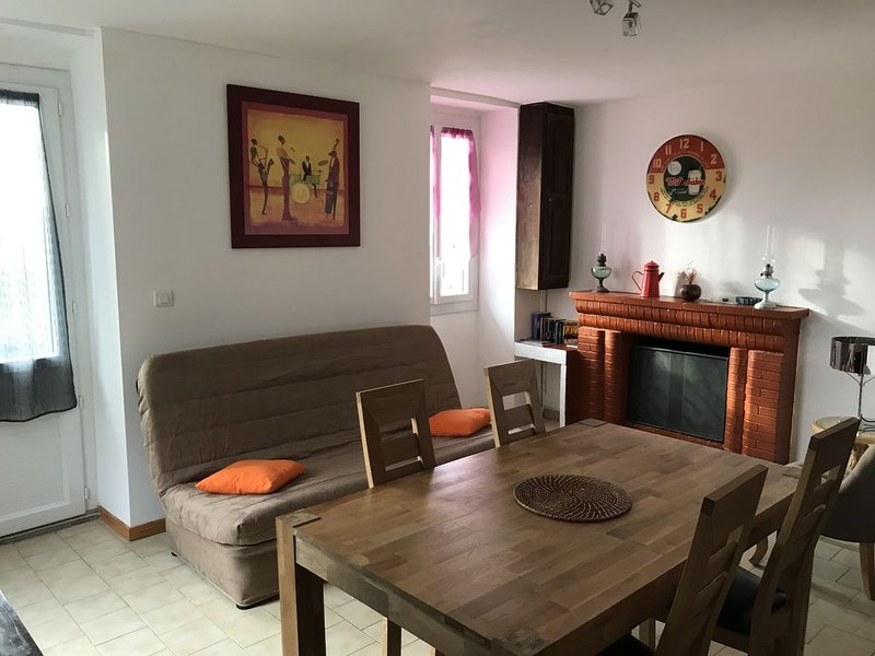 Village house on the step of the Cagna Massif, holiday rental in Piscia