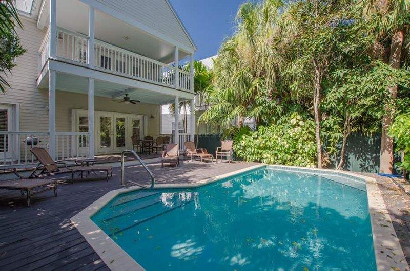 4 Bedroom and 2.5 Bath Sanctuary Villa 7222 with Private Pool ~ Village at Hawks, casa vacanza a Conch Key