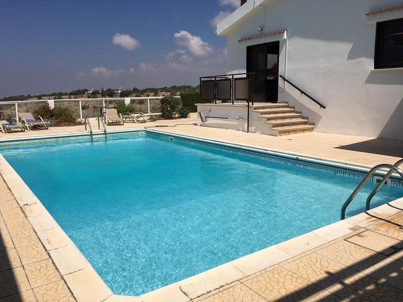 Villa with stunning sea-view from cliff-top position in Pissouri with large pool, holiday rental in Pissouri