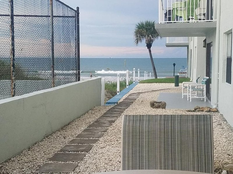 Beautiful and REASONABLE condo on New Smyrna Beach Close to Everything!, vacation rental in New Smyrna Beach