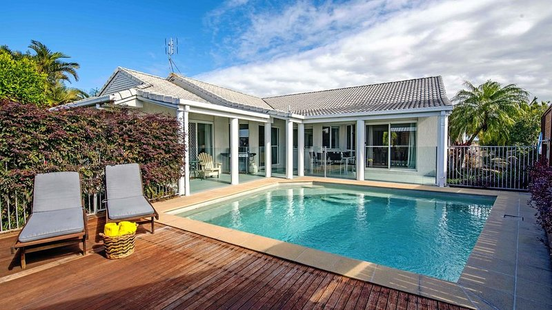 Close to Beach, Clean, Rave Reviews -No Schoolies, holiday rental in Sunrise Beach