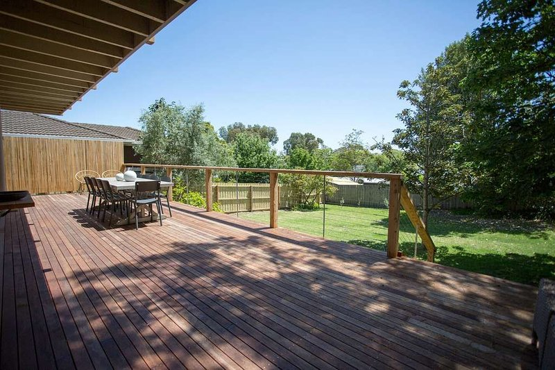 LYTTON IS IN A FABULOUS LOCATION CLOSE TO THE FRONT BEACH AND PLAY PARK., casa vacanza a Point Lonsdale