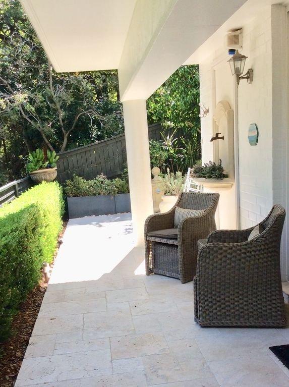Seu terraço privado com vista para o parque e porto - ótimo local para relaxar