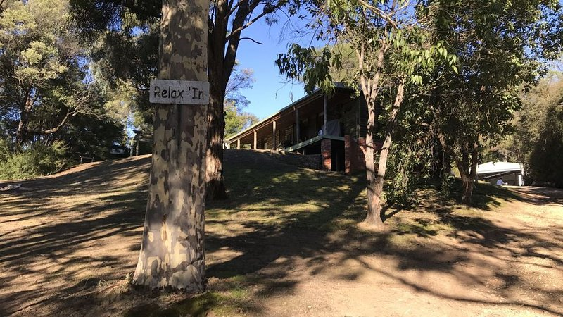 Relax In Taylor Bay Lake Eildon, holiday rental in Eildon