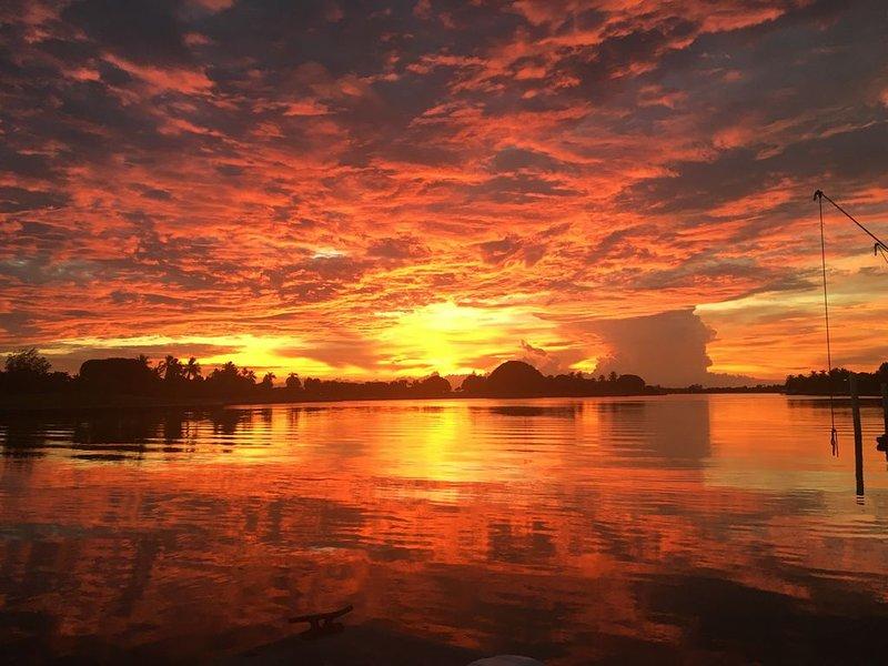 Beautiful Wide Bayfront Villa la Vue unit, holiday rental in Bay Harbor Islands