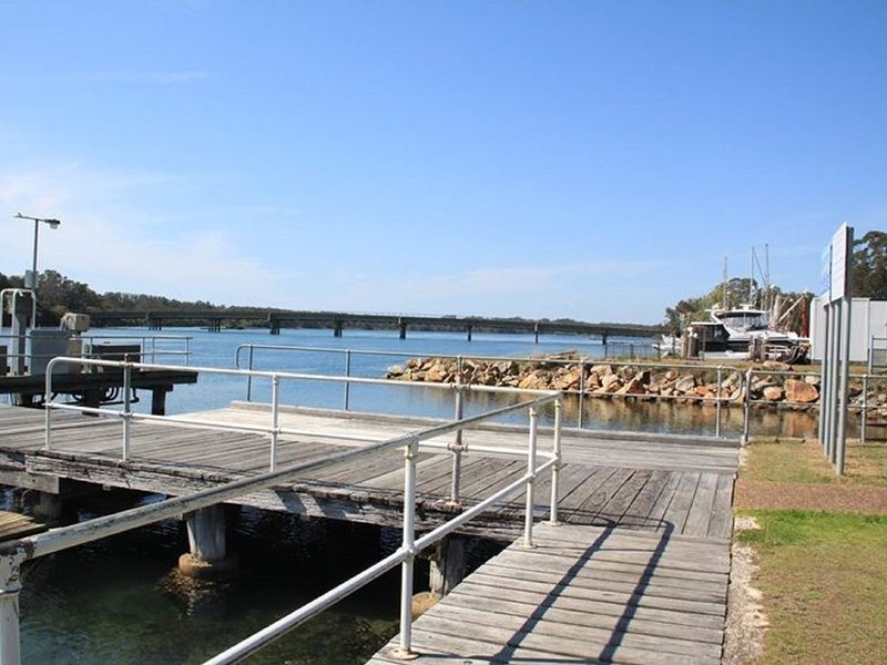 'SLIPWAYS' 4/1 Wharf Street Laurieton NSW 2443, vacation rental in Coopernook