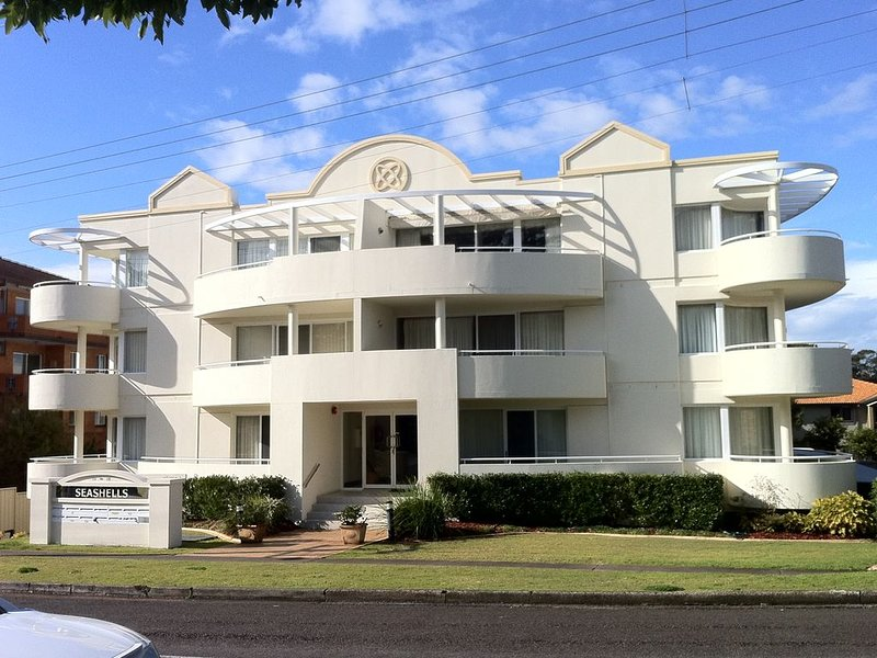 SEASHELLS 1 - POOL - WIFI - spacious and comfortable, vacation rental in Nelson Bay