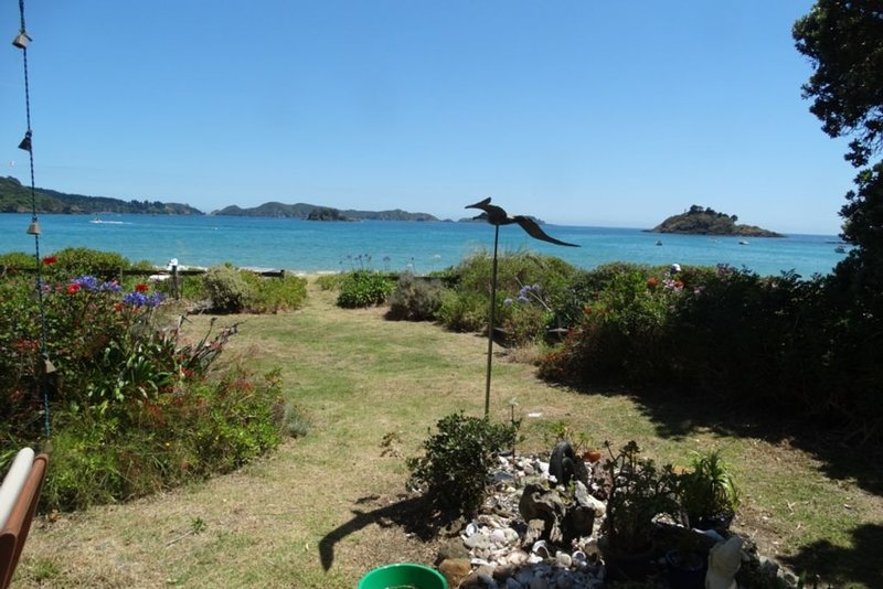 Absolute Beach Frontage - Te Ngaere Bay, holiday rental in Mangonui