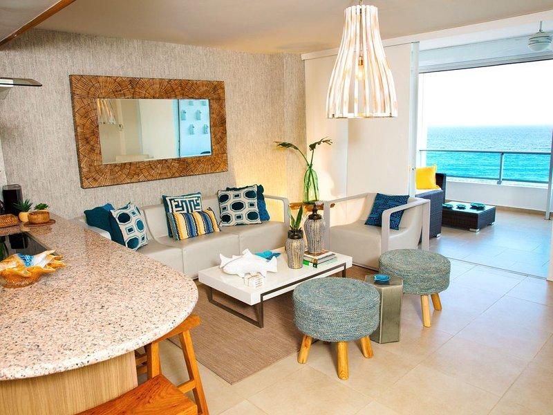 Gorgeous Fully Equipped Beach Front Marbella Juan Dolio Condo, alquiler de vacaciones en Juan Dolio