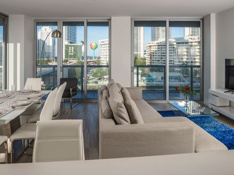 3 Bedroom Waterfront at Beachwalk Resort (No Resort Fee), holiday rental in Hallandale Beach