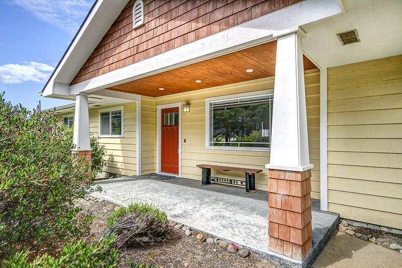 Single-level Bayshore Haven Offers Modern Comfort Just Two Blocks from the Beach, vacation rental in Waldport