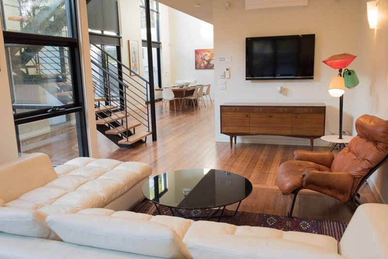 The Court - A Spacious 3 Level Terrace House Near the Beach – semesterbostad i Greater Melbourne