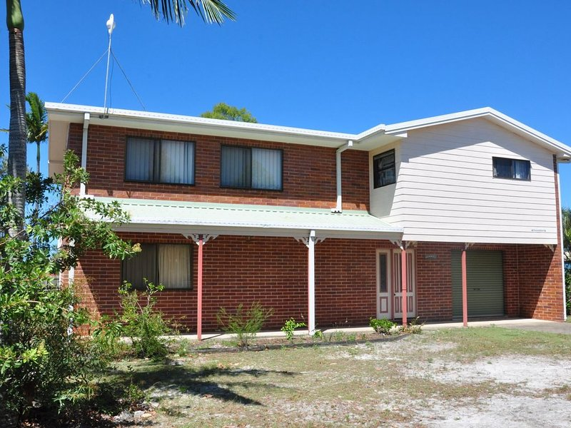 31 Bombala Crescent - Two storey home with covered outdoor deck, fully fenced ba – semesterbostad i Gympie Region