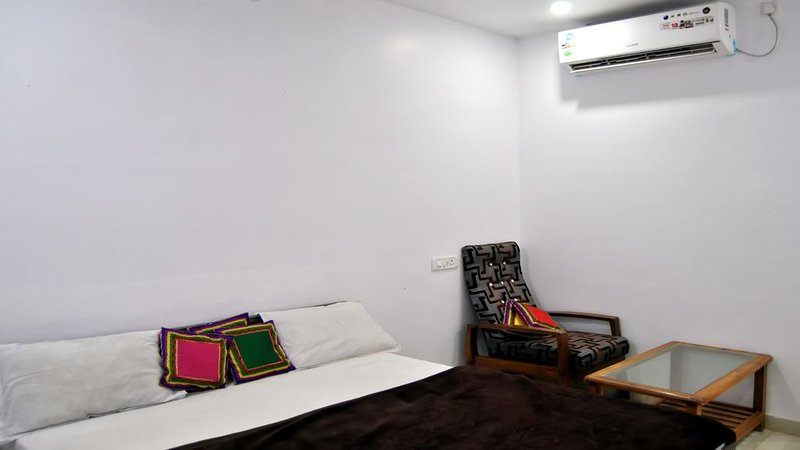 Unit 9 Beautiful and clean room for rent, holiday rental in Jabalpur District